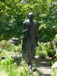 Mohandas K. Gandhi Statue. Elis Shin, 2012